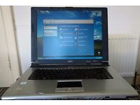 "Laptop Acer Travelmate 2310 15"" - RAM 512MB"