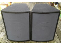 PAIR OF PEAVEY HISYS 2XT SPEAKERS. (4 OHM)