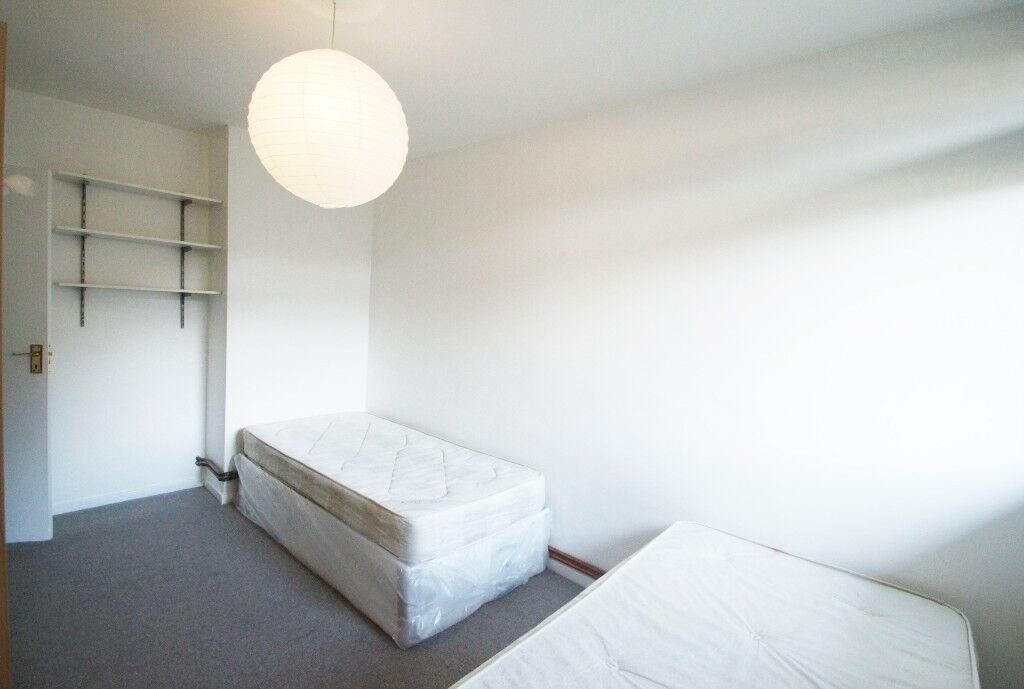 INCREDIBLE TWIN ROOM IN STOCKWELL, NEXT TO TUBE!!!