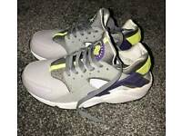 Nike huraches adult size 6