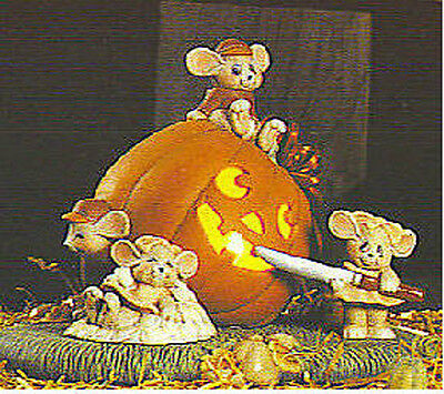Ceramic Bisque~~ Ready to Paint~~ Mice Carving a Pumpkin electric included