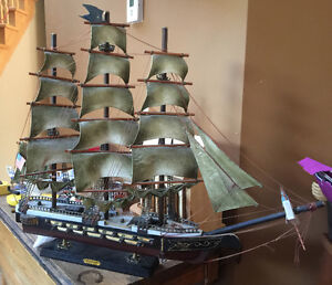"""Large USS Constitution """"Old Ironsides"""" Wood Ship Model"""