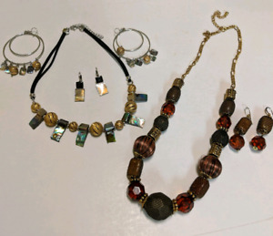 Necklaces/earrings/bangles