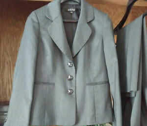 New Beautiful, Ladies Lined Pant Suit ,100% Polyester,Size 10