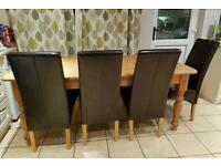 Farmhouse kitchen dinning table and 6 leather chairs in good condition