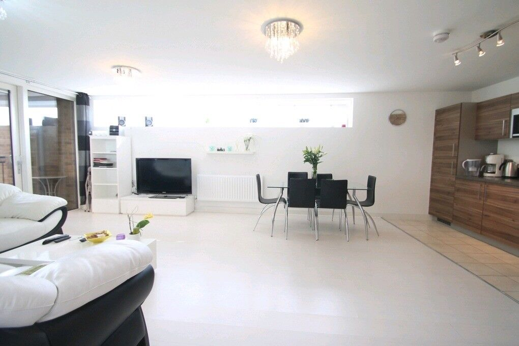 2 BED - 2 BATH - **STUNNING MODERN PROPERTY** - DALSTON SQUARE - GYM - CONCIERGE