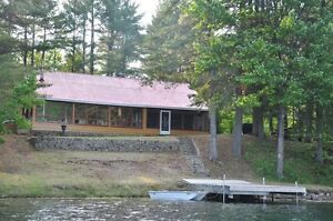 Lakefront cottage - > 1 hr to Ottawa, September dates left