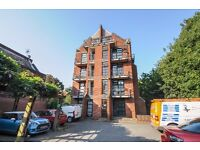 Elephant Lane - A fantastic one bedroom apartment to rent with three balconies for short term let