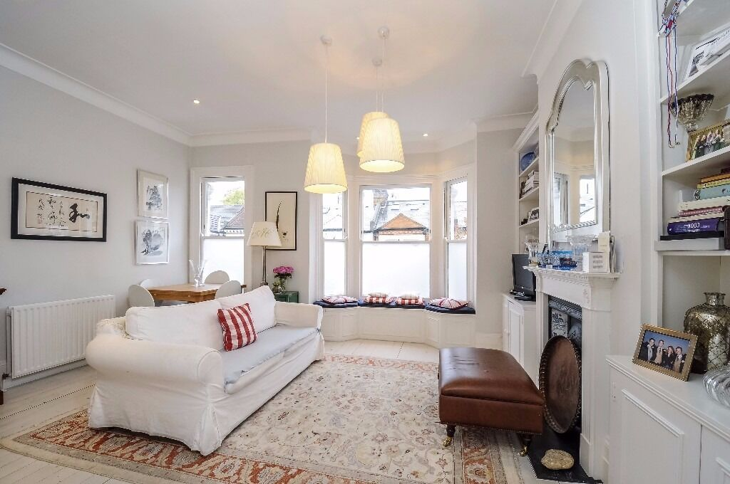 LARGE THREE DOUBLE BEDROOM PERIOD CONVERSION FLAT CLOSE TO CLAPHAM COMMON ON MARNEY ROAD, BATTERSEA