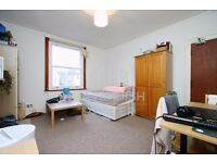 LOVELY BEDSIT JUST OFF ABBEY ROAD- ALL BILLS INCLUDED- GREAT FOR SINGLE/COUPLE- EXCELLENT LOCATION