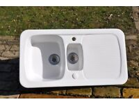 Available now, in very good condition: White Ceramic 1.5 bowl sink with drainer, collection only.