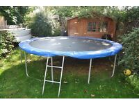 12 ft. Trampoline incl. security net in ver y good condition