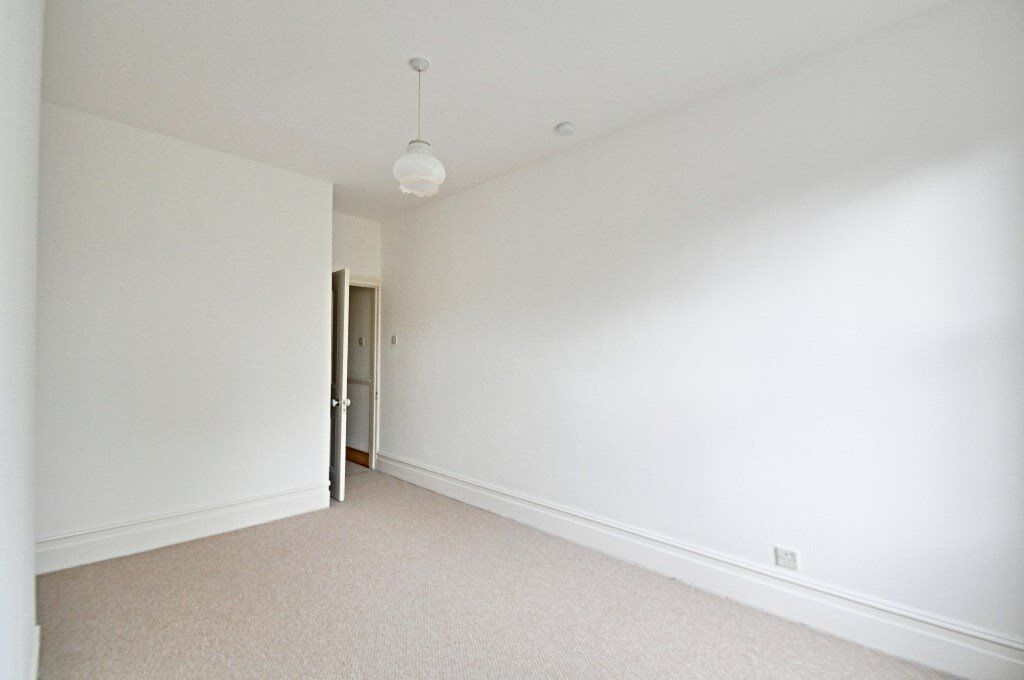 Beautifully refurbished 1 Bed in Kings Court Hamlet Gardens! ONLY £1350pcm inc Hot water and Heating
