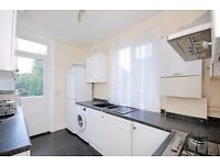 THREE BEDROOM FLAT TO RENT LOCATED IN EALING SHARERS WELCOME AVAILABLE NOW FURNISHED £1,600PCM