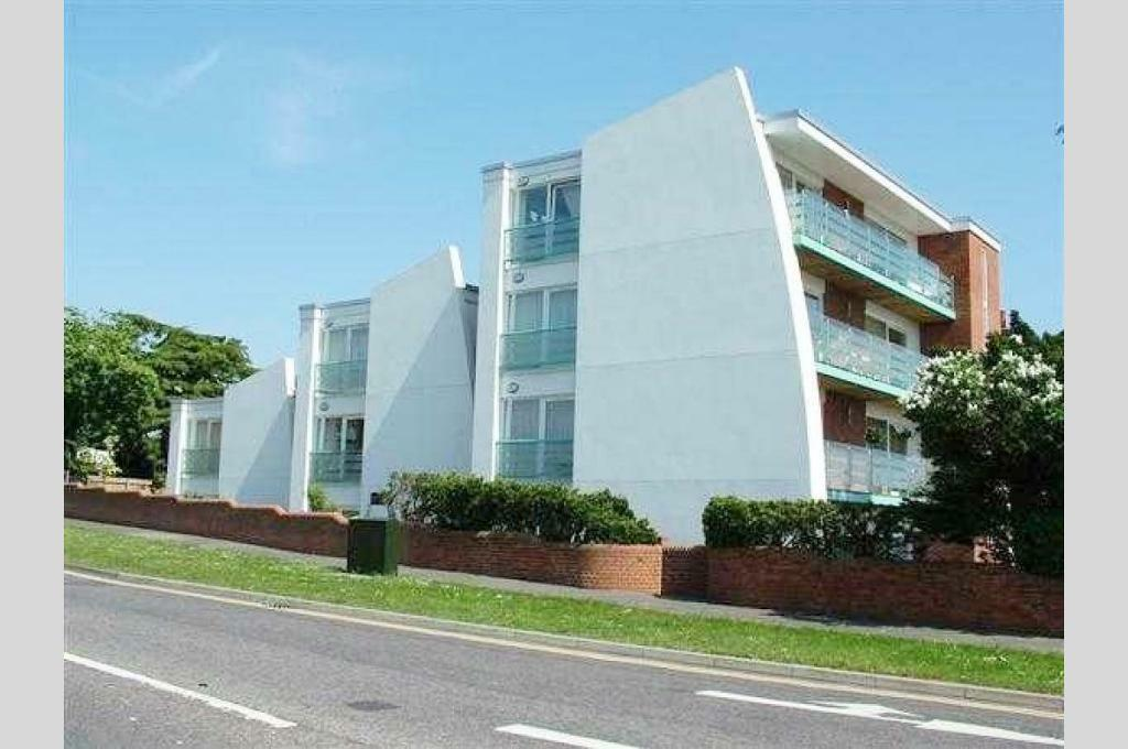 2 bedroom house in Poole, BH15