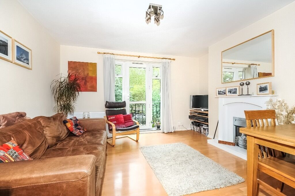 2 Bed Furnished Flat in the Centre of Wandsworth Available 23rd Dec £1550cm