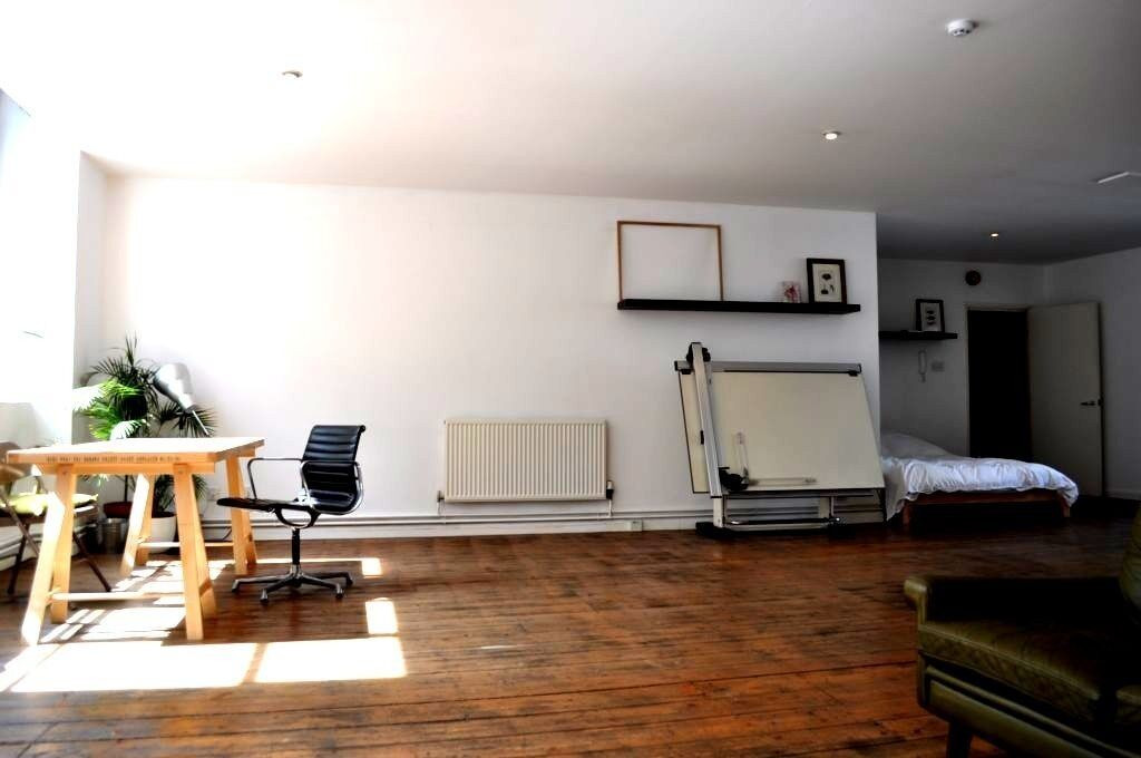 Large live /work studio flat in Old Street N1 EC1