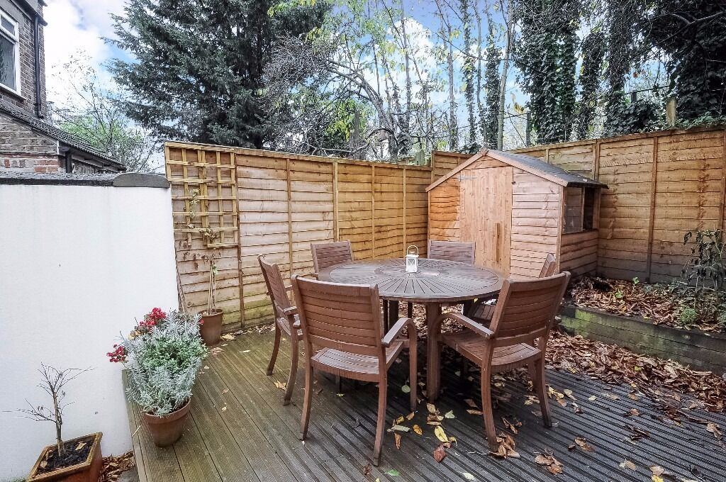 Beautifully presented 2 double bed railway cottage. Separate kitchen & private gdn.Latchmere Rd,SW11
