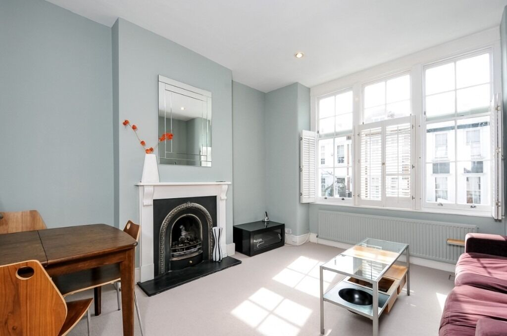 A charming two double bedroom flat offering traditional features throughout, Anselm Road, SW6