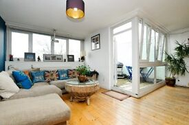 2 bedroom well presented maisonette with Private roof Garden, off of Essex Road Islington*