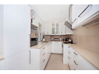 BEAUTIFULLY FINISHED 3 BED APARTMENT *AVAILABLE NOW*