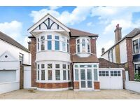 BRIGHT AND AIRY FOUR BEDROOM HOUSE ONE POPES LANE WITH PARKING & LARGE PRIVATE GARDEN. £ 3500 PCM