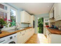 Stunningly spacious 2 bedroom flat - Aboyne Drive