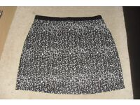 SIZE 16 ANIMAL PRINT PULL UP STYLE SHORT SKIRT