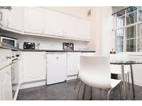 Tasteful and modern 2 bed festival flat with separate lounge available August