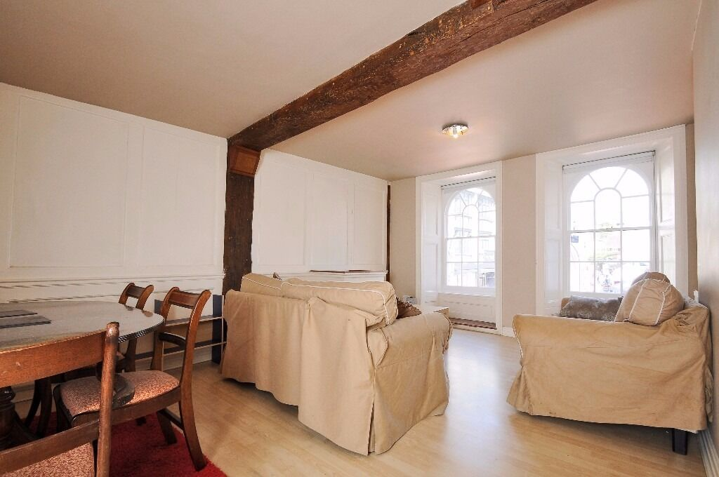 A unique two/three bedroom first floor apartment in Kingston. Thames Street.