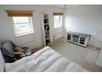 Large double room to let in 3 story townhouse on Schooner Way, Atlantic Wharf, Cardiff