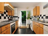 Spacious yet cosy 2 bedroom house tucked away in a quiet culdesac near Church Street with Garden*