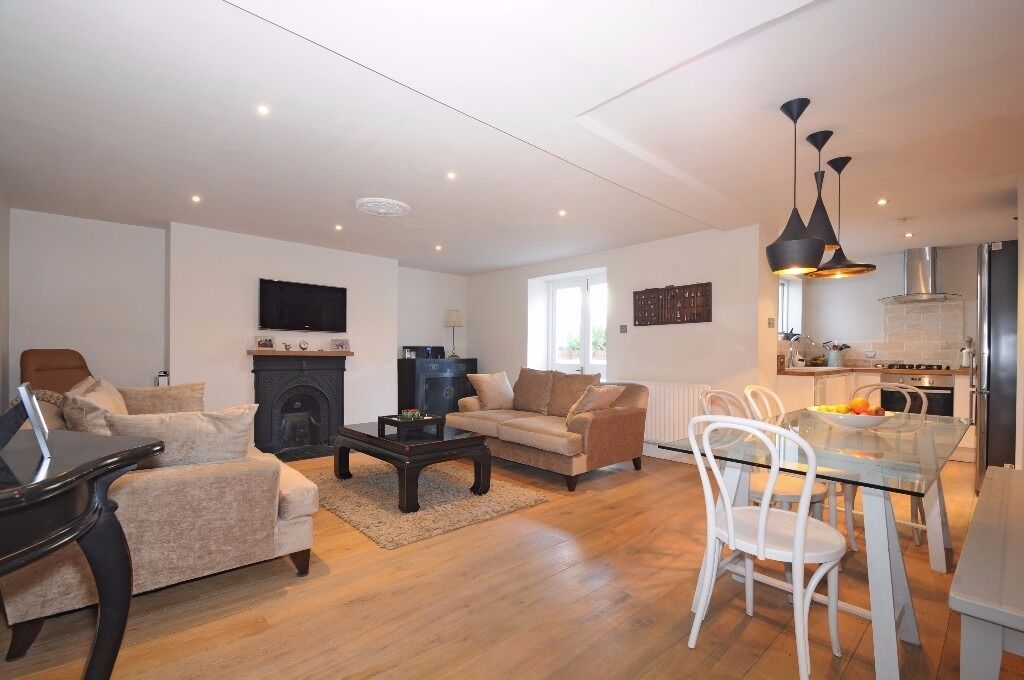 *** Stunning newly refurbished two bedroom ground floor period garden flat, Hornsey Rise, N19 ***