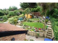 Furnished 5 Rooms in a Semi-Detached House For Rent: Brindwood Road, Chingford, London E4 8BJ