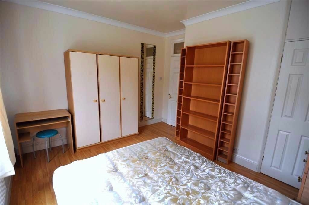 PERKY COMFORTABLE DOUBLE ROOM IN SHOREDITCH!!