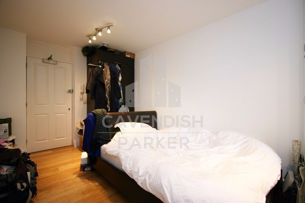 SPACIOUS STUDIO APMT- **RENT INCLUDES GAS BILLS (HEATING AND HOT WATER)**- CLOSE TO ANGEL/HIGHBURY