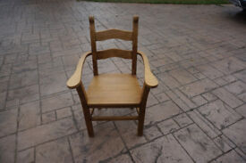 6 Oak Dining Chairs ( 2 are Carver Chairs)