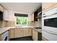 A bright 2 bed flat near Wimbledon Common with private balcony. Nutborn House, Clifton Rd SW19