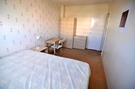 HUGE BRIGHT ROOM IN MODERN 4BED FLAT**READY TO MOVE IN!