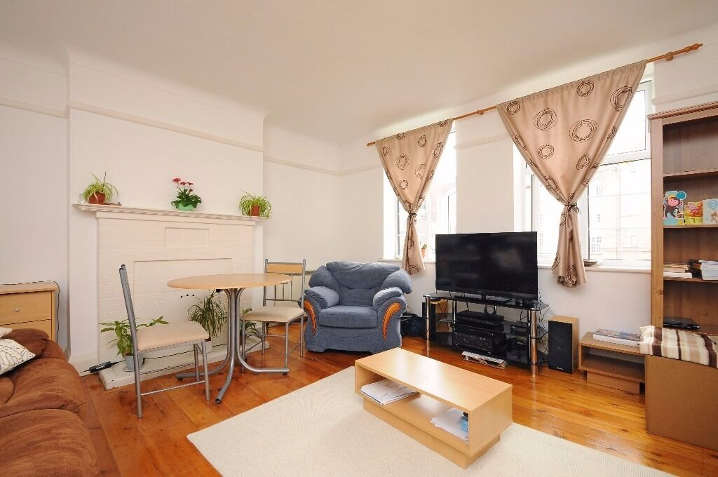 A spacious two bedroom apartment to rent in Kingston. Norbiton Hall.