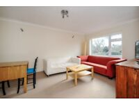 A well-presented 2 bed flat to rent in Wimbledon. Dorset Road, SW19
