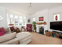 SHORT LET - WIMBLEDON TENNIS. A stunning five bedroom house with parking and a beautiful garden