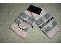 BRAND NEW PAIR OF LADIES FINGERLESS GLOVES IN PINK/GREY PRINT