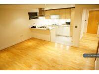 3 bedroom flat in Green Lanes, London, N4 (3 bed) (#1164259)