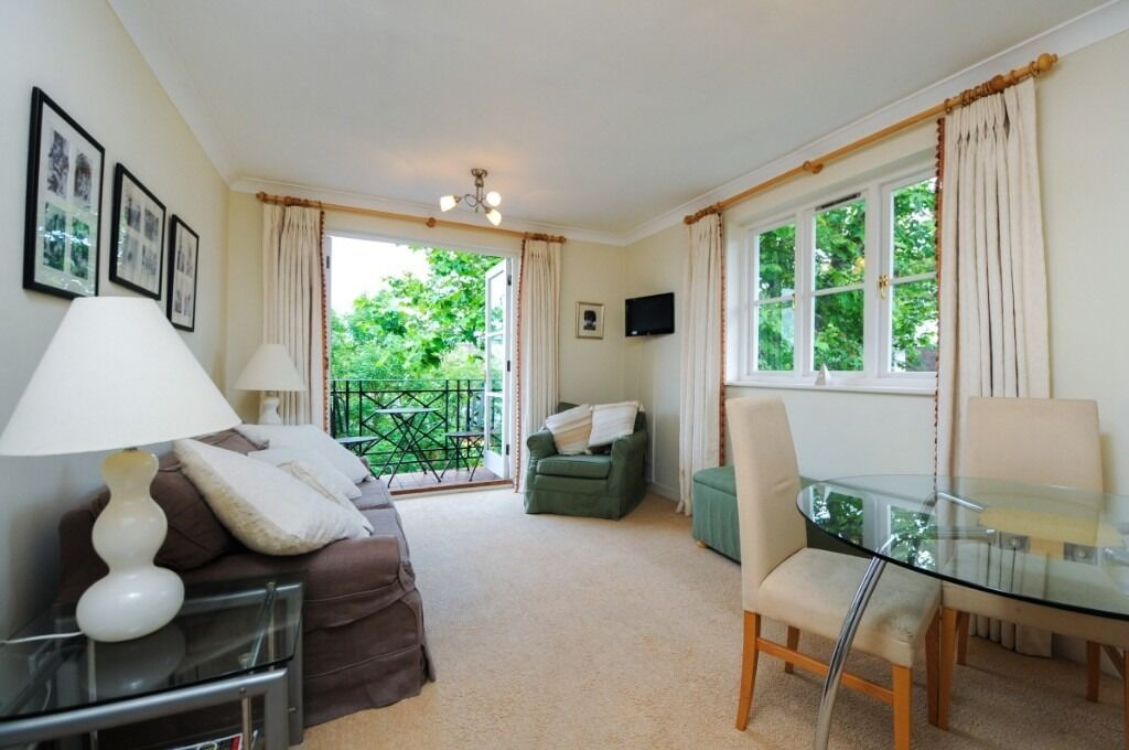 A charming two double bedroom, two bathroom flat located in Brompton Park Crescent, SW6
