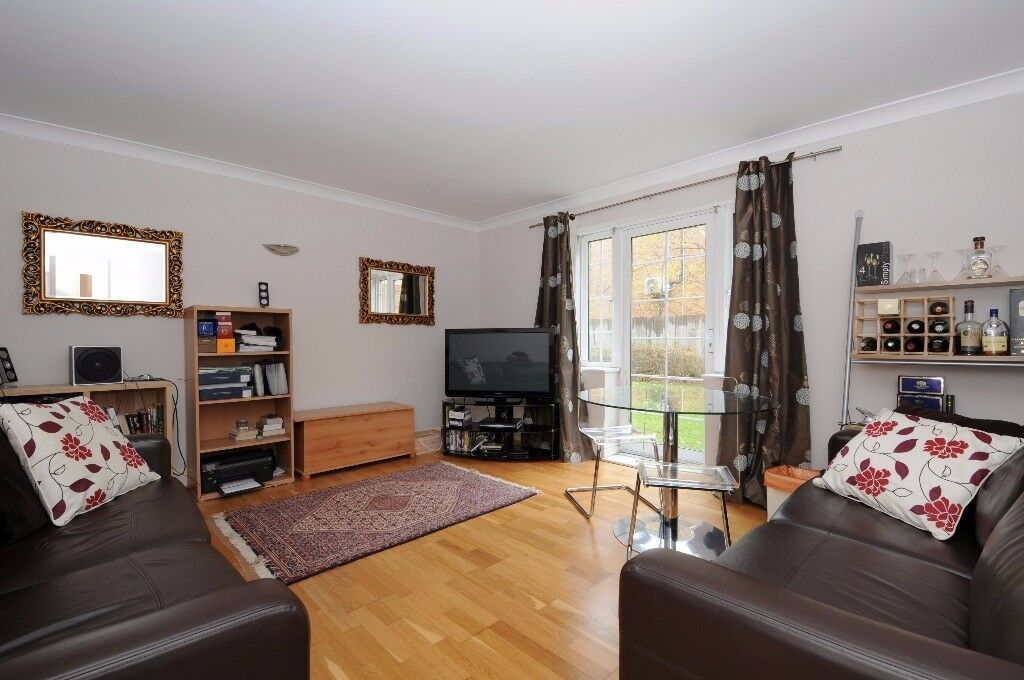 A well presented 2 bed flat to rent in near the Northern Line. Bewley Street, Wimbledon, SW19