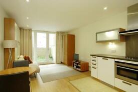 Studio flat in Axis Court, Tempus Wharf, Shad Thames SE16
