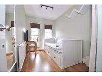 Great value single room in fantastic location beside Elephant & Castle station!