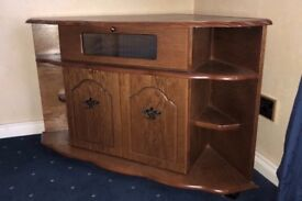 A wooden cabinet, with 2 doors in great condition