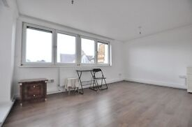 >*MASSIVE*< 3 bed FLAT in >HOXTON< newly **REFURBISHED** kitchen/ bathroom/ wooden flooring!
